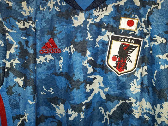 دوخت بودن لوگوهای پیراهن تیم ملی ژاپن